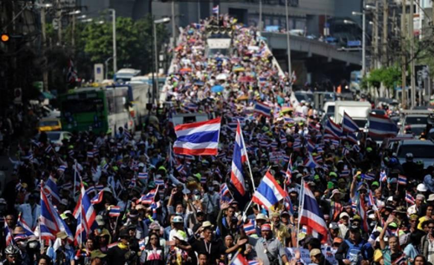 """สื่อต่างชาติชี้ """"ผู้ประท้วง"""" ในไทยลดจำนวน"""