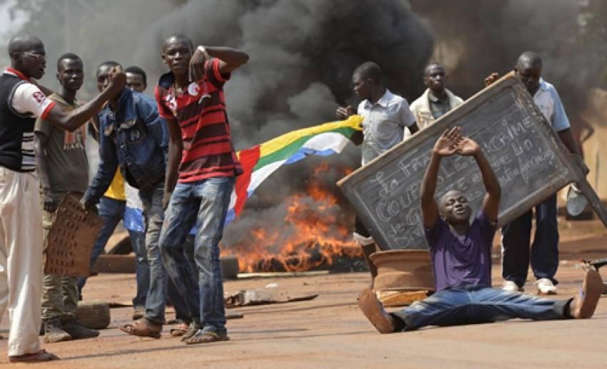 """ฝรั่งเศสเผยสถานการณ์ """"แอฟริกากลาง"""" เสี่ยงเข้าสู่การฆ่าล้างเผ่าพันธุ์"""