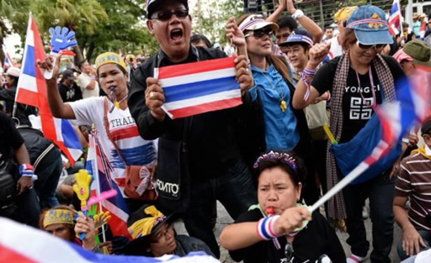 """สื่อต่างชาติเกาะติด """"การเมืองไทย"""" ชี้นายกฯยุบสภา แก้ปัญหาแค่ชั่วคราว"""