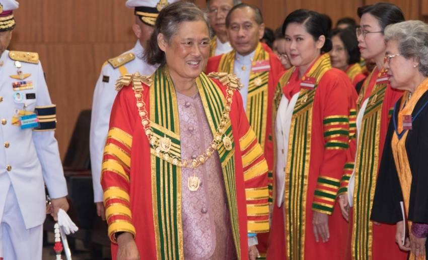 กรมสมเด็จพระเทพฯ เสด็จฯ พระราชทานปริญญาบัตร ขณะประทับ รพ.จุฬาฯ