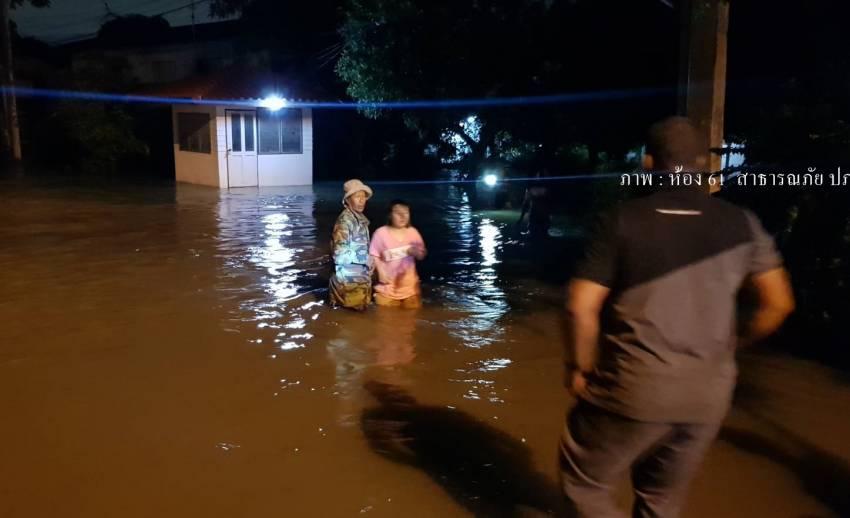 คันกั้นน้ำทรุดตัว น้ำไหลท่วมบ้านเรือนประชาชน จ.สมุทรปราการ