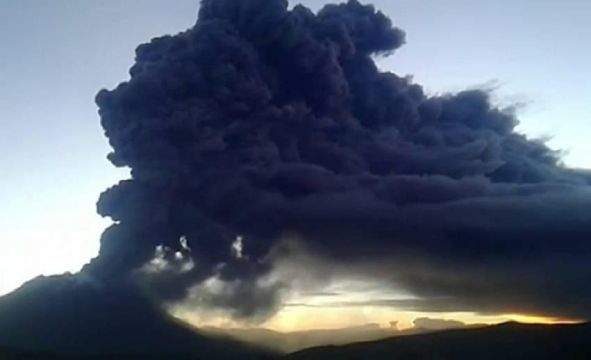 ทางการเปรูอพยพประชาชนหลังภูเขาไฟปะทุ