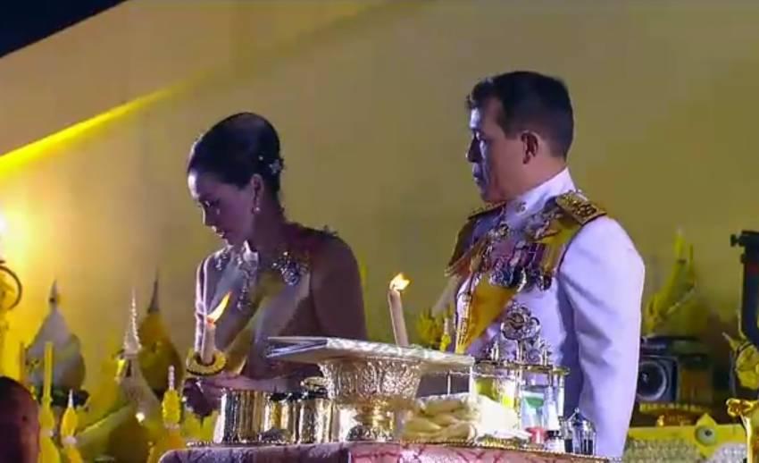 ในหลวง-พระราชินี ทรงจุดเทียนมหามงคลร่วมกับพสกนิกรชาวไทย เนื่องในวันพ่อแห่งชาติ