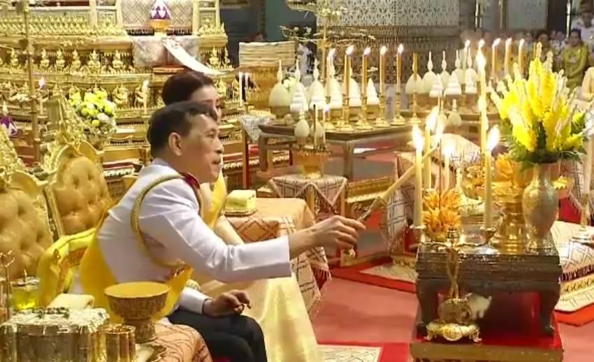 ในหลวง-พระราชินี ทรงบำเพ็ญพระราชกุศล เนื่องในวันคล้ายวันพระบรมราชสมภพ รัชกาลที่ 9