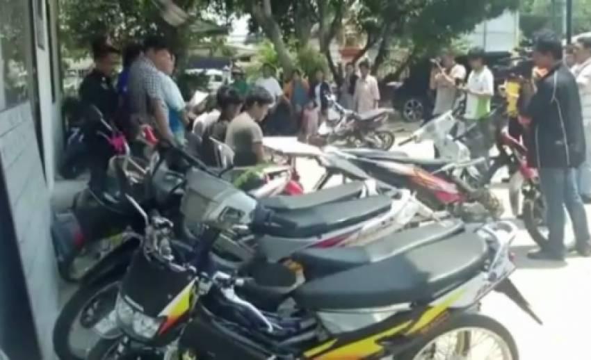 ตำรวจชลบุรีจับผู้ต้องหาปลอมป้ายทะเบียนรถจักรยานยนต์