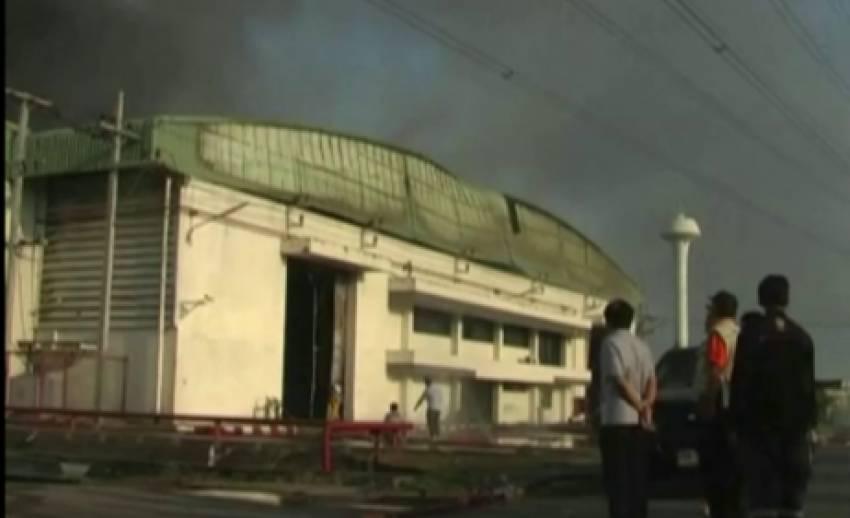 ผู้ว่าฯเพชรบุรี รุดตรวจสอบเหตุเพลิงไหม้โรงงานผลิตที่นอน