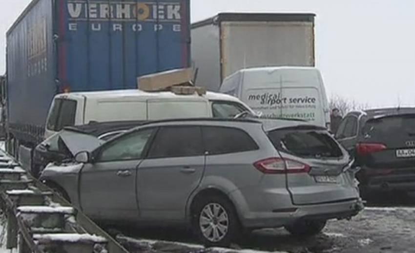 รถชนกันกว่า 100คัน ในเยอรมนี เหตุสภาพอากาศเลวร้ายจากหิมะตก