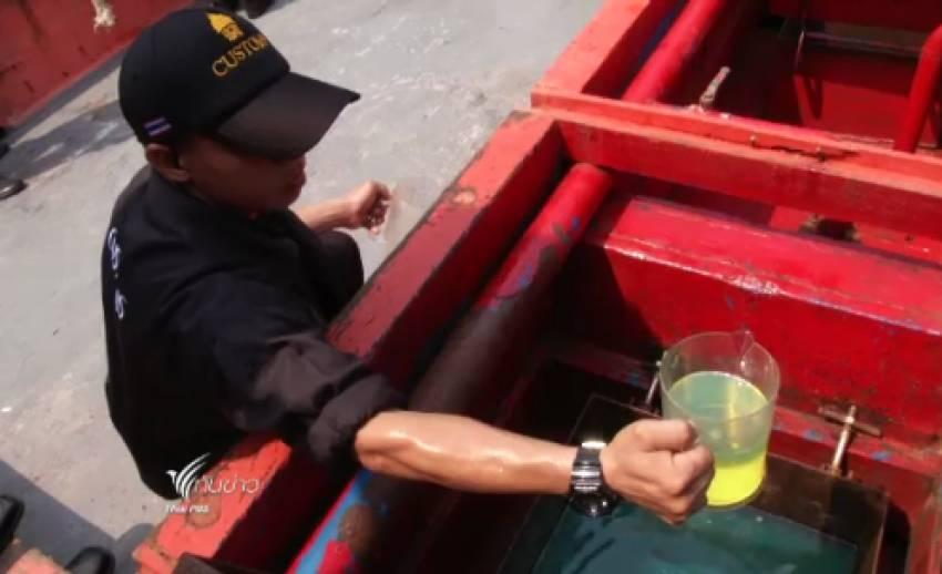กรมศุลกากรจับเรือประมงลักลอบขนน้ำมันหนีภาษี 1 แสนลิตร