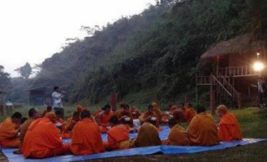 พระสงฆ์ไทย-ลาว-เขมร ร่วมเดินขบวนธรรมยาตราแม่น้ำโขง อธิษฐานจิตขอความอุดมสมบูรณ์คืนสายน้ำ