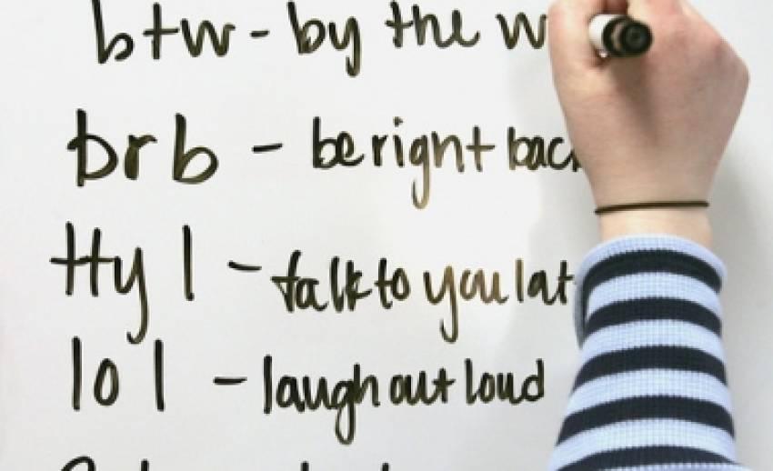 """โลกของ """"ภาษาตัวย่อ"""" ที่พวกนักเล่นเน็ตวัยรุ่น"""" เขาใช้กัน"""