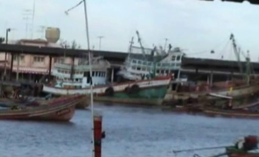 ชาวประมงเรืออวนลากยอมเปิดอ่าวแม่น้ำปัตตานี 2 วัน หาทางออกประมงชายฝั่ง