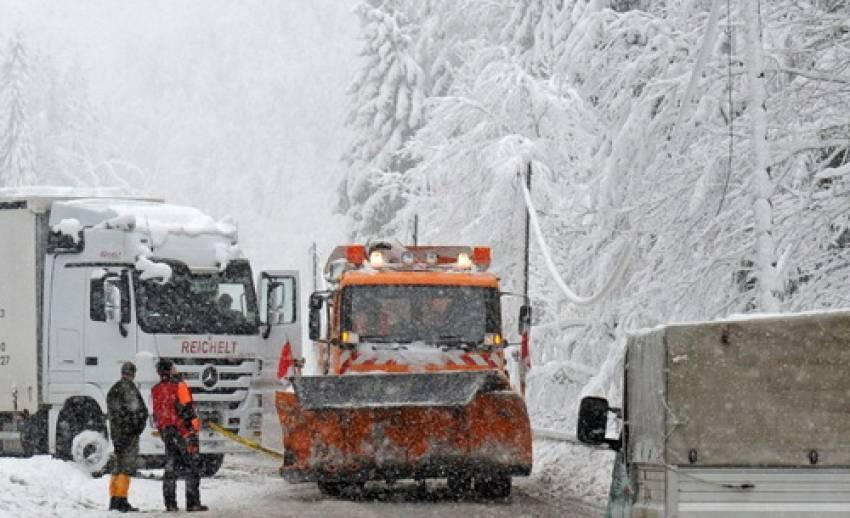 """เกิดหิมะตกหนักในพื้นที่รอยต่อพรมแดน """"เยอรมัน-เชค"""""""
