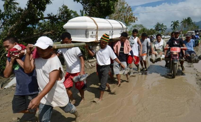 """ไต้ฝุ่น""""โบพา""""พัดถล่ม""""ฟิลิปปินส์"""" ประชาชนเสียชีวิตกว่า 300 คน"""