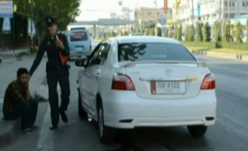 เกิดเหตุรถยนต์ ฝ่าไฟแดง พุ่งชนรถจักรยานยนต์ บริเวณสี่แยกชะอำ จ.เพชรบุรี มีผู้เสียชีวิต 1 คน