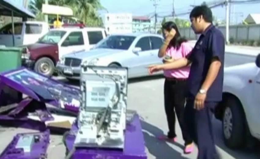 คนร้ายใช้รถกระบะกระชากตู้เอทีเอ็มใน จ.ปทุมธานี