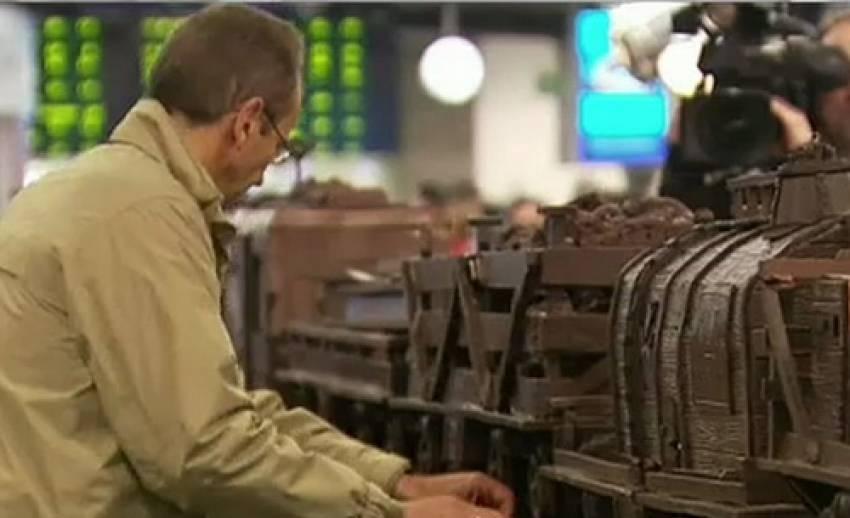 """""""เบลเยี่ยม""""ทำช็อคโกแลตรถไฟโบราณใหญ่ที่สุดในโลก"""