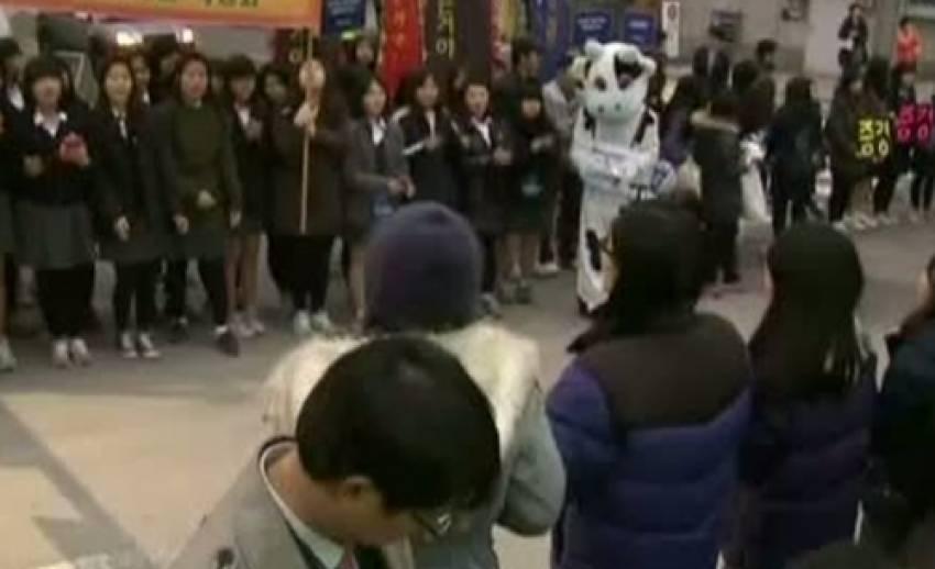 รัฐบาลอำนวยความสะดวกนักเรียนเกาหลีใต้สอบเอ็นทรานซ์