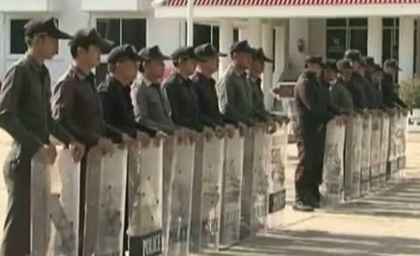 เตรียมเสริมกำลังตำรวจปราบจลาจลควบคุมฝูงชนที่ลานพระบรมรูปทรงม้า