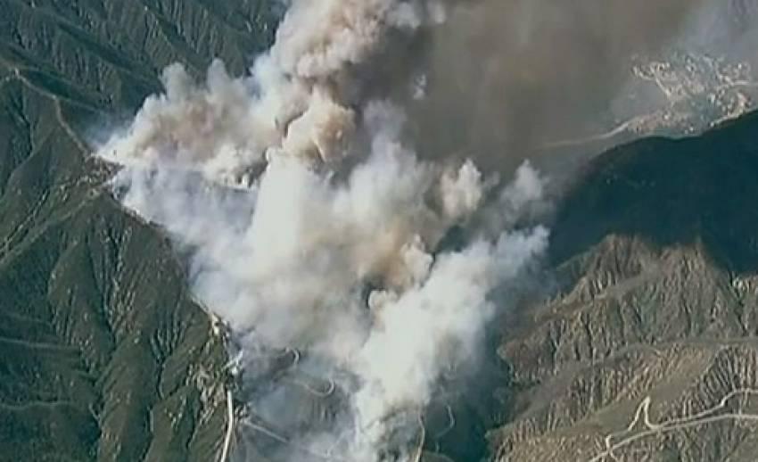 เกิดไฟป่าในรัฐแคลิฟอร์เนียของสหรัฐฯ เพลิงผลาญกว่า 2,500 ไร่