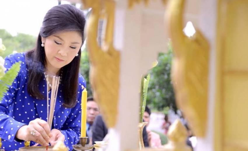 """""""นายกฯ""""สักการะสิ่งศักดิ์สิทธิ์ทำเนียบฯ โอกาสครบรอบวันเกิด 46 ปี อยากเห็นคนไทยรักกัน"""