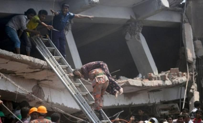 อาคารสูง 8 ชั้นในบังคลาเทศถล่ม มีผู้เสียชีวิตเเล้วกว่า 70 คน