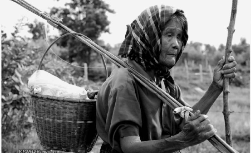 """""""ผู้สูงอายุไทยขาดคนดูแลยามแก่เฒ่า"""" เหตุคนรุ่นใหม่มีบุตรลดลง"""