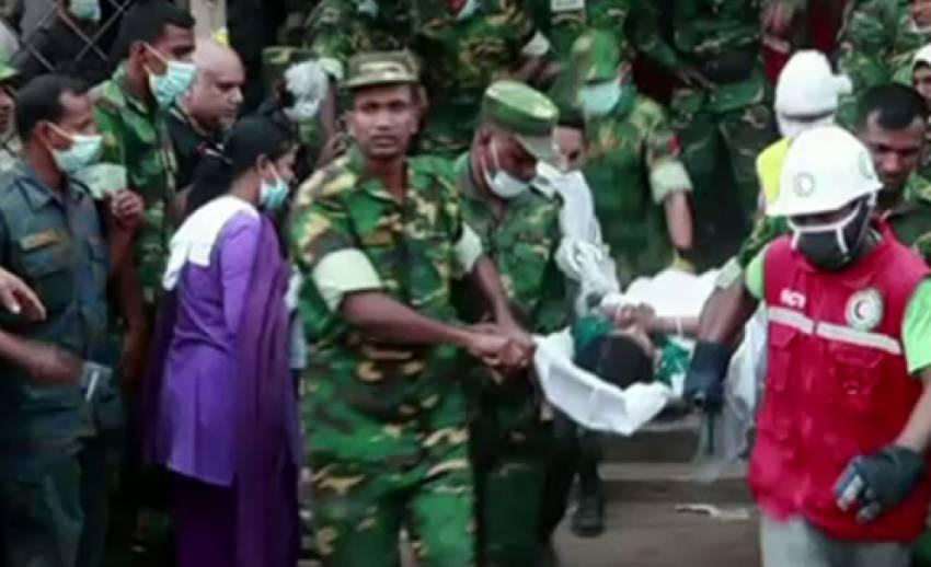 จนท.บังกลาเทศช่วยเหลือผู้รอดชีวิต จากเหตุตึกถล่มได้อีก 12 คน-ผู้เสียชีวิตเพิ่มเป็น 300 คน