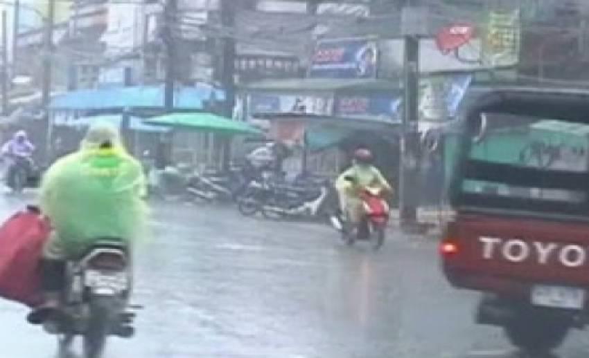 """อุตุฯเตือน """"สงกรานต์"""" ภาคใต้ฝนตกหนัก-หนักมาก คลื่นสูง 2-3 เมตร"""