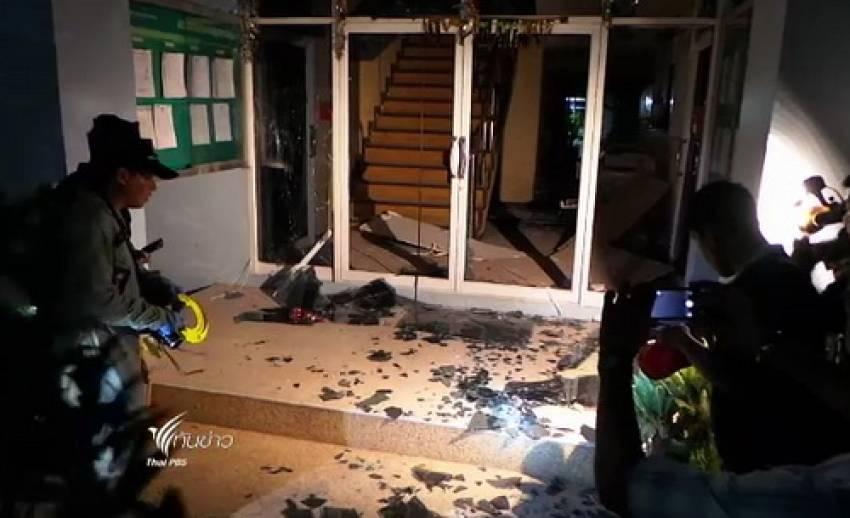 คนร้ายขว้างระเบิดใส่อาคาร สนง.เทศบาลเขาพระงาม จ.ลพบุรี