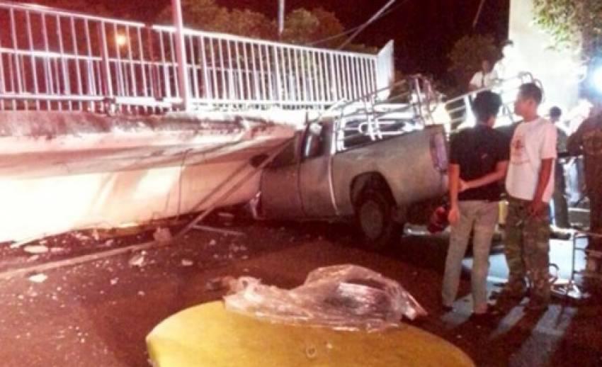 สะพานลอยถล่มทับรถกระบะ บริเวณถนนบรมราชชนนีคนขับเสียชีวิต 1 คน