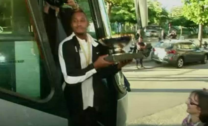 ทีมบาสเกตบอลฝรั่งเศสเดินทางถึงปารีสแล้ว หลังคว้าแชมป์ยุโรป
