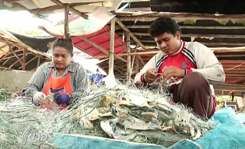 ตลาดอาหารทะเล จ.ระยอง ซบเซา หลังปชช.หวั่นมีสารตกค้าง-แม่ค้ายืนไร้คราบน้ำมัน
