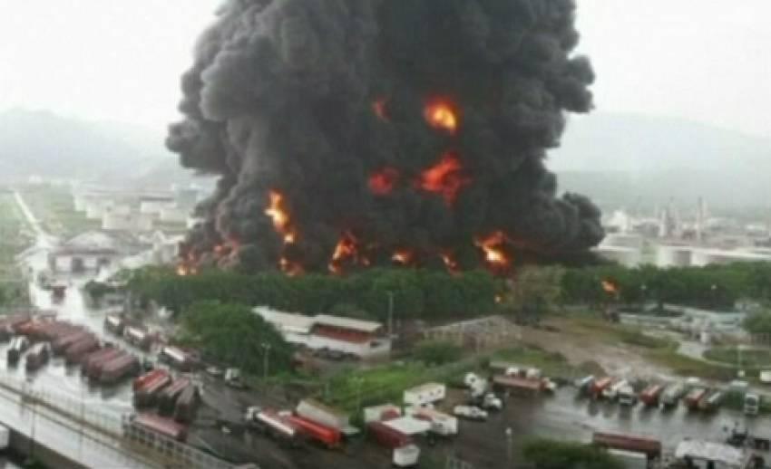 เกิดเหตุเพลิงไหม้โรงกลั่นน้ำมันในเวเนซูเอล่า จากฟ้าผ่า
