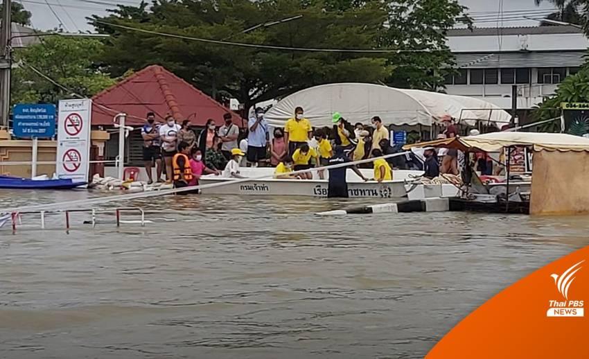 ลำบาก! น้ำท่วมรอบ รพ.สุโขทัย ใช้เรือรับส่งผู้ป่วย-ผู้มาติดต่อ