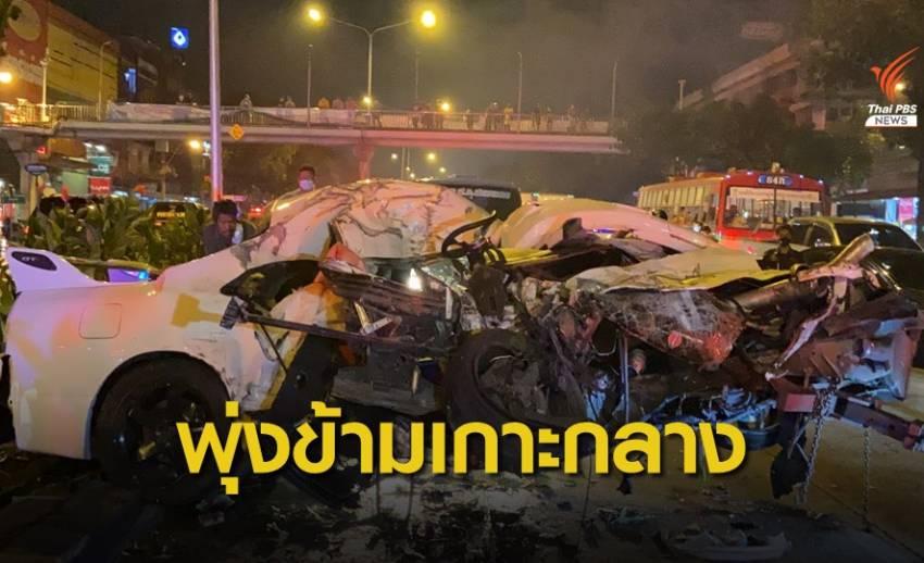 เก๋งเสียหลักพุ่งข้ามเกาะกลางถนนชนรถตู้ คนขับเสียชีวิต
