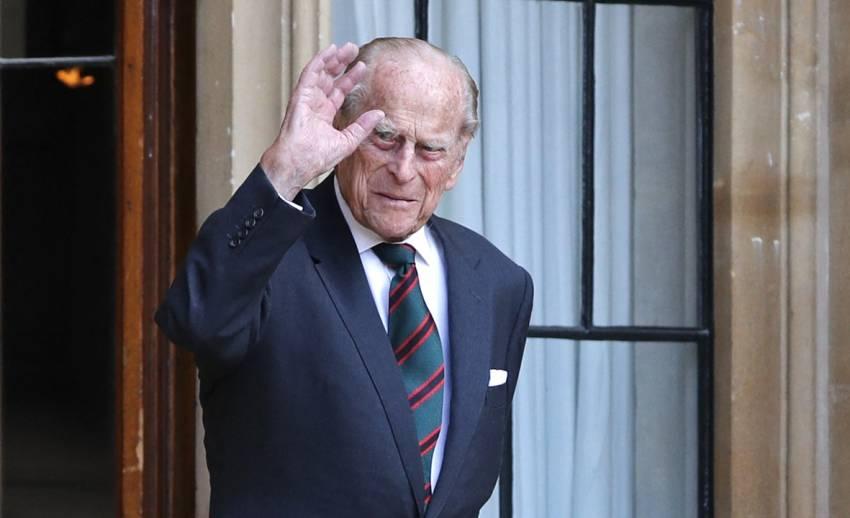 """""""ในหลวง-พระราชินี"""" ทรงพระกรุณาโปรดเกล้าฯ ให้ส่งพระราชสาส์นแสดงความเสียพระราชหฤทัย """"เจ้าชายฟิลิป"""" สิ้นพระชนม์"""