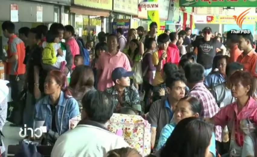 ประชาชนยังคงเดินทางเข้ากรุงเทพฯ