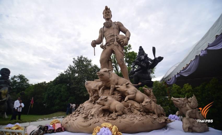"""เททองรูปปั้น """"จ่าแซม"""" อดีตหน่วยซีลช่วยทีมหมูป่าฯ"""