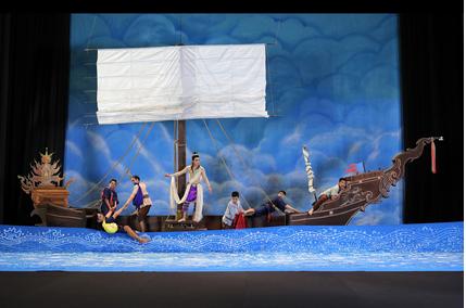 เรือของพระมหาชนกกำลังประสบลมพายุในมหาสมุทร