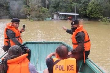 , น้ำท่วมใต้ยังวิกฤต ชาวบ้านขาดแคลนน้ำดื่ม-อาหารสัตว์เลี้ยง