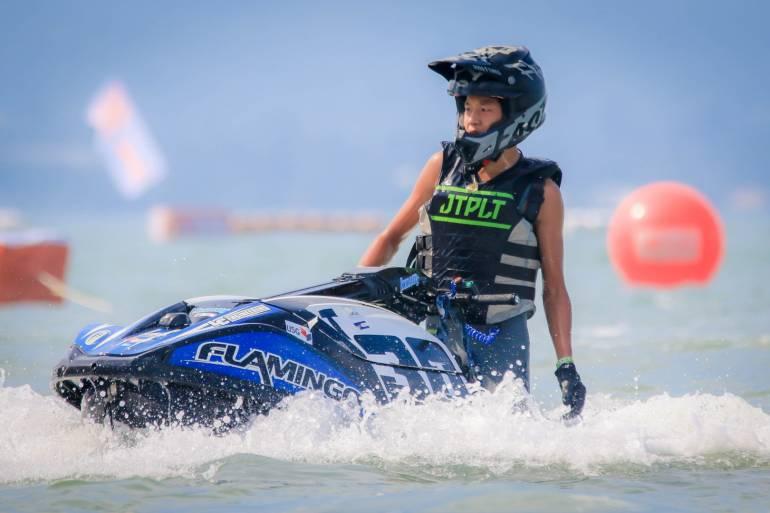 """ธนวิชญ์ โมลี ดาวรุ่งวัย 15 ปีทีมชาติไทยคว้าแชมป์โลกครั้งแรกในศึกเจ็ตสกี 2 อิน 1 ชิงแชมป์โลก """"Motorboat World Cup 2020-2021 World Cup"""" จัดขึ้นที่พัทยา 22 เม.ย. เสริมแกร่งต้านโควิด -19 มาตรการจัดทำตามคำสั่งรัฐบา"""