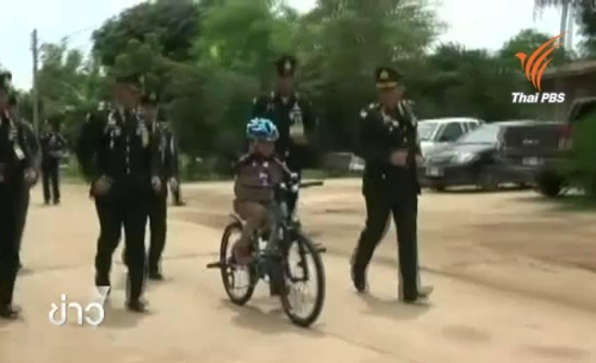 """สมเด็จพระบรมฯพระราชทานจักรยาน """"น้องทาม"""" ครอบครัวปลื้มปีติ-รพ.ทำแขนเทียมช่วย"""