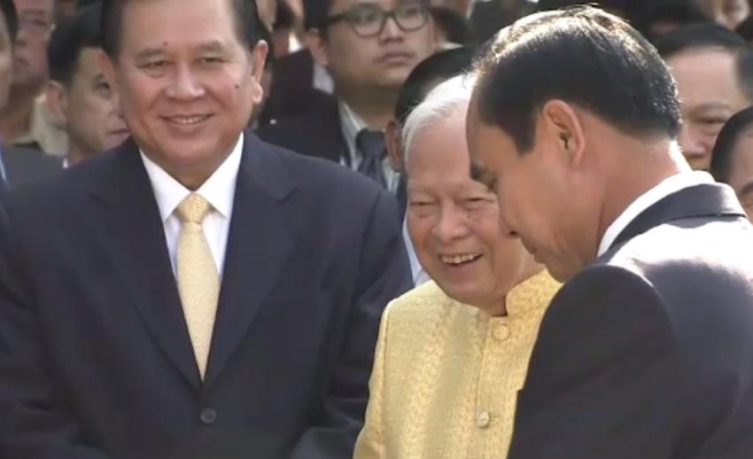 """""""พล.อ.เปรม"""" เชื่อนายกฯแก้ปัญหาประเทศสำเร็จ-ขอคนไทยร่วมรักษา 3 สถาบัน"""