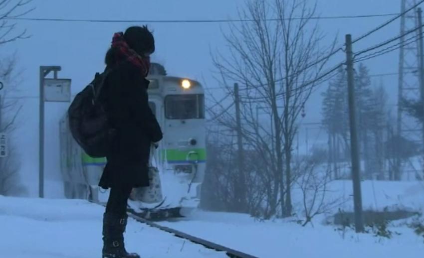 สถานีรถไฟชนบทในญี่ปุ่นเตรียมปิดบริการ หลังผู้โดยสารเพียงคนเดียวเรียนจบ