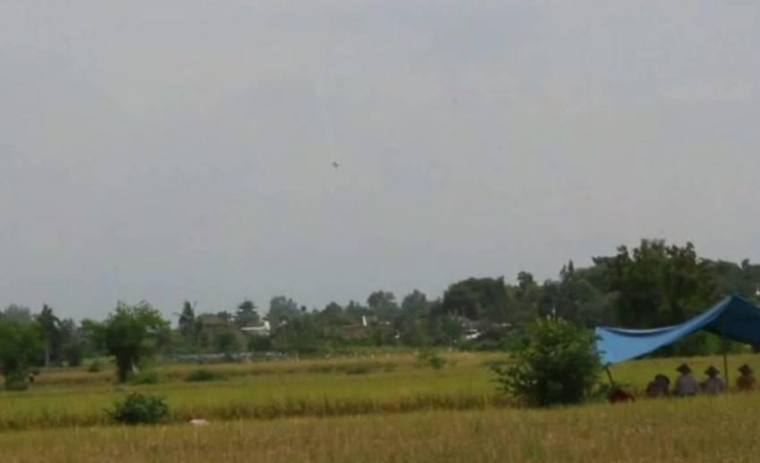 เครื่องบินรบอินโดนีเซียตกขณะแสดงการบินผาดโผนใกล้เกาะชวา