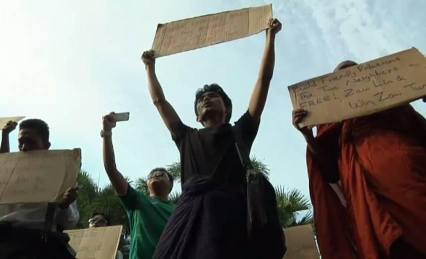 ชาวเมียนมานัดประท้วงคำตัดสินคดีฆ่านักท่องเที่ยว หน้าสถานทูตไทยในย่างกุ้ง วันนี้