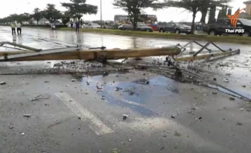 พายุพัดถล่มเสาไฟหักโค่นกว่า 30 ต้นในอยุธยา-รถยนต์และร้านค้าเสียหายเพียบ
